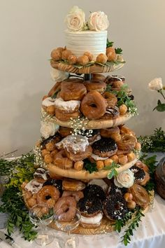In this video, learn step-by-step how make a donut stand for wedding, birthdays, and other occasions. I made this stand for my daughters wedding and she loved it. Diy Home Decor Projects, Cool Diy Projects, Rustic Wood Decor, Personalized Cutting Board, Woodworking Crafts, Diy Tutorial, Wedding Gifts, Artisan, Holiday Decor
