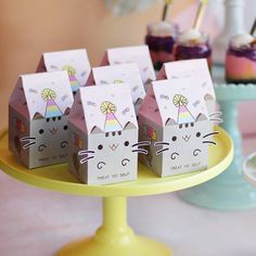 Cute pastel Pusheen paper wrapping: TREAT YO' SELF 😸 yes we do love our milk carton gift boxes.and we all know kittys love their milk.so this time we made them into Pusheens… Pusheen Birthday, Unicorn Birthday, Unicorn Party, Girl Birthday, Pusheen Gifts, Pusheen Cakes, Cat Themed Parties, Birthday Party Themes, Birthday Ideas