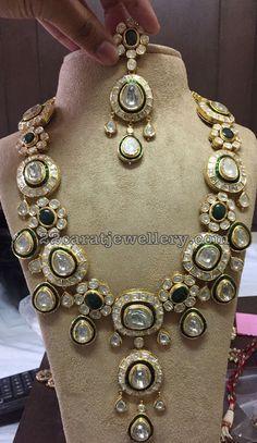 Exclusive Polki Kundan Set with Emeralds - Jewellery Designs Emerald Jewelry, Silver Jewelry, Glass Jewelry, Antique Jewelry, Silver Ring, Silver Earrings, Small Pearl Necklace, Kundan Set, Polki Sets