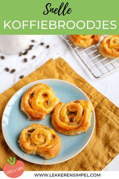 Snelle koffiebroodjes, lekker met rozijnen, croissantdeeg en banketbakkersroom. Super makkelijk om te maken. In 15 minuten in de oven. Klik op de foto voor het recept. #watetenwevandaag