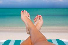 Olá pessoal!! A época mais quente do ano requer cuidados redobrados com as unhas que ficam expostas ao calor e a todo tipo de contaminação que este período oferece como piscina e areia de praia. Cu…