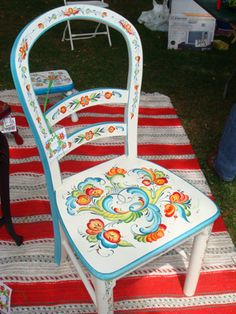 kitchen chair #kurbits #chair -- this is very close to a combination of Rosemaling which is from Norway. Kurbits usually has a vase in it that all motifs come flowering from. It's so cute.. a little bit mixed up. ha !