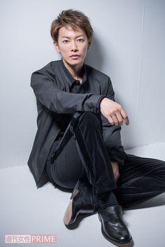 """話題の映画『亜人』で、主演を務める佐藤健(28)。これまでに見たことのないスピード感と、""""命を繰り返す""""という設定が組み込まれた新感覚アクション映画で、健は""""永井圭""""という亜人(ある特異体質を持った新人類)を演じている。作品にちなんで、今回は""""佐藤健""""を徹底解明!"""