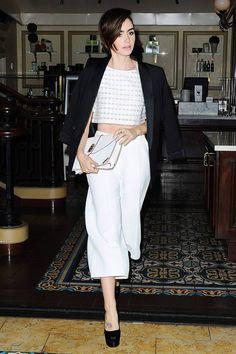 No soy amantes de los culottes pero este look de Lily Collins esta genial.