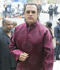 That time Steven Seagal wore a Chinese dress in public and no one said a god damn thing Cute Animal Videos, Cute Animal Pictures, Funny Pictures, Animal Love Quotes, Steven Seagal, Workout At Work, Funny Sites, The Expendables, Martial Artist