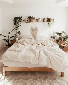 14 Trendy Bedroom Design and Decor Ideas for Your Next Makeover - The Trending House Cute Bedroom Ideas, Cute Room Decor, Room Ideas Bedroom, Home Bedroom, Dream Bedroom, Bedroom Inspo, Earthy Bedroom, Boho Bedroom Decor, Budget Bedroom