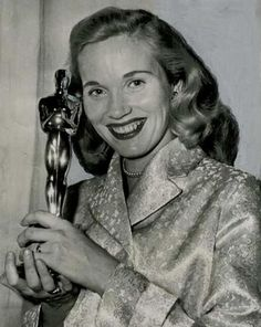 Eva Marie Saint Oscar winner from On The Waterfront actriz n. Golden Age Of Hollywood, Hollywood Stars, Classic Hollywood, Old Hollywood, Hollywood Glamour, Academy Award Winners, Oscar Winners, Academy Awards, Classic Actresses