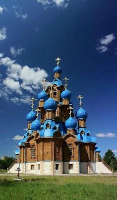 Architecture - Places of Worship - Edifices Religieux - Transfiguration Church in Star City, Russia Russian Architecture, Church Architecture, Beautiful Architecture, Houses Of The Holy, Temples, Cathedral Church, Old Churches, Church Building, Amazing Buildings