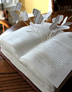 Okay, seriously, someone make me a book cake like this!!!