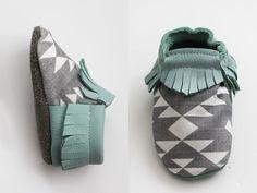 Krabbelschuhe aus Ökoleder für den perfekten Spielspaß / baby shoes made of leather by louisundlola via DaWanda.com