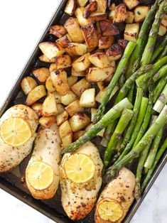 This One Pan Lemon Asparagus Chicken recipe is a quick and simple dinner using chicken breasts, roasted with potatoes, asparagus, lemon and honey. A really easy family meal. Lemon Asparagus, Chicken Asparagus, Asparagus Recipe, Chicken Linguine, Chicken Kebab, Chicken Risotto, Yogurt Chicken, Lemon Chicken, Yummy Chicken Recipes