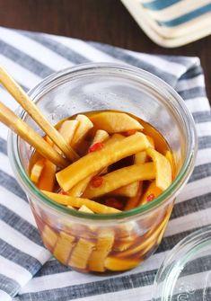 大根を使った、やみつき常備菜。 切ったあとは、めんつゆ+ポン酢に漬け込むだけなので、とっても簡単! また、日持ちも抜群なので、作り置きやお弁当の隙間埋めにも大活躍間違いなしですよ♪ Snack Recipes, Cooking Recipes, Healthy Recipes, Tiny Food, Daily Meals, Food Menu, No Cook Meals, Vegetable Recipes, Food Dishes