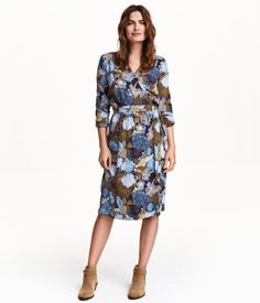 V-neck dress in a crêped, woven fabric. Wrap-style front section with concealed fastener, long sleeves with roll-up tab and button, and attached tie belt at waist. Unlined.