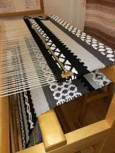 Bruges Lace, Loom Weaving, Hand Weaving, Rya Rug, Floor Cloth, Textiles, Weaving Projects, Boho Diy, Design Case