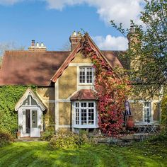 Take a tour around this country home in Surrey house tour English Cottage Exterior, English Cottage Style, English House, English Cottages, Cottage Style Decor, Rustic Cottage, Cottage In The Woods, Garden Cottage, Cottage Interiors