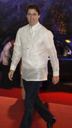 "Justin Trudeau at the APEC summit in Manila wearing the ""Barong Tagalog"" : canada Barong Tagalog Wedding, Barong Wedding, Justin Trudeau, Philippines Outfit, Filipino Wedding, Bespoke Shirts, Filipino Culture, Filipiniana, Stylish Mens Outfits"