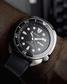 Coin edge bezel & Lumed Ceramic insert from with some grey Elite silicone from getting major wrist time here… Mini Turtles, Watch Master, Watches Photography, Expensive Watches, Telling Time, Seiko Watches, Mechanical Watch, Watches For Men, Wrist Watches