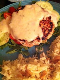 We pass the time of day to forget how time passes: Salmon burgers with lemon sauce