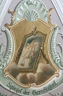 Spiegel der Gerechtigkeit (Pfarrkirche Mils, Foto: A. Prock)