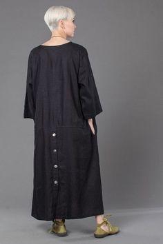 A-Line Dress in Black Roma - Cute Outfits Hijab Fashion, Boho Fashion, Fashion Dresses, Womens Fashion, Fashion Design, Advanced Style, Linen Dresses, Mode Inspiration, Vintage Outfits