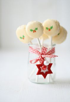 Pretty Christmas macarons