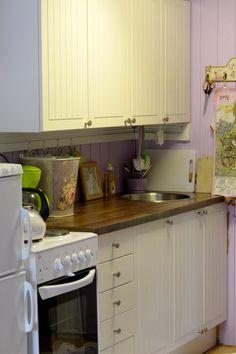 KOTOKOLOSSA: Mökin keittiö ja historian havinaa