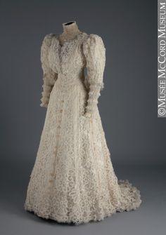 edwardian-time-machine:  Wedding dress 1907 Source