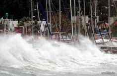 #haber #haberler #urla Urla'da da fırtına yaşandı ve tekneler battı!