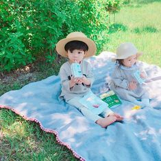 Park day for the Park family baby korean baby Park Cute Asian Babies, Korean Babies, Asian Kids, Cute Babies, Cute Little Baby, Little Babies, Little Boys, Baby Kids, Baby Boy