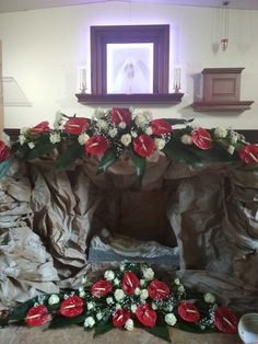 Creative Flower Arrangements, Church Flower Arrangements, Church Flowers, Church Altar Decorations, Arte Floral, Corpus Christi, Diy Flowers, Flower Designs, Christmas Wreaths