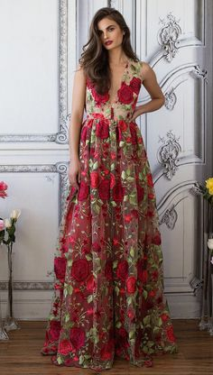 "BEAUTIFUL EMBROIDERED ROSES POLYESTER /MESH DEEP V INVISIBLE BACK ZIP SCALLOPED HEM HEM HITS THE FLOOR MADE IN LOS ANGELES LURELLY COPYRIGHT TRUE TO SIZE; MODEL WEARS SIZE 2 : HEIGHT; 5'9"" BUST: 32"" WAIST: 25"" HIPS: 34"""