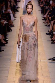 Дебютная коллекция Марии Грации Кьюри для Dior - BESTIN.UA