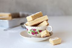 This buttery shortbread is pretty tricky to resist. Great for lunch box snacks, morning teas or afternoon treats. Take a peek at our shortbread recipe here. Homemade Shortbread, Shortbread Recipes, Yummy Treats, Sweet Treats, Biscuit Cookies, Let Them Eat Cake, Just Desserts, The Best, Chicken Flatbread