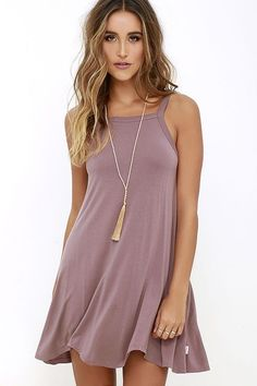 Thievery Mauve Dress - Steal a bit of sunshine and an admiring glance or two in the RVCA Thievery Mauve Dress! Soft jersey knit is shaped to wide straps, a squared-off neckline, and trapeze silhouette with scalloped hem. Logo tag at side. Source by - Simple Dresses, Pretty Dresses, Short Dresses, Summer Dresses, Teen Dresses Casual, Casual Wear, Casual Outfits, Elegant Dresses, Sexy Dresses