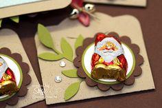 Weiter gehts mit der Verpackung. Ich bin ja gerade dabei für den Weihnachtsmarkt am Wochenende zu werkeln. Ausserdem brauche ich noch Goodies um sie zu verschenken, sei es meinem DHL Fahrer, dem Metzger oder meiner Nagelfee. Den heutigen Tag verbinde ich auch gleich wieder mit unserem Blog Hop zum Thema Weihnachten. Somit öffnet sich Türchen...
