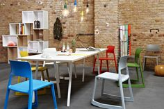 vitra - Tip Ton, Hang It All || muuto - Stacked, e27 || HAY - Loop Stand Table