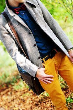 Camel Pants, Blue Shirt, Red Bow Tie, and Gray Overcoat Pantalon Orange, Mustard Pants, Mustard Yellow, Blue Orange, Look Formal, Yellow Pants, Mens Style Guide, Jackett, Well Dressed Men