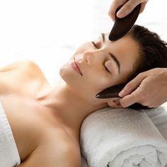 Jade Rolling, Gua Sha Facial, Dr Axe, Massage Techniques, Facial Massage, Spa Day, Anti Aging Skin Care, Beauty Hacks, Beauty Tips