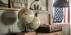 Travel the World. A lot of great stylingtips at www.designbygerjanne.nl | stars & stripes, suitcase, globes. Shop the look!