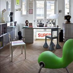 Parisian Art Deco Loft in bright colors This cool Parisian Loft is created in Art-Deco style With many objects of art of famous designers an. Contemporary Interior, Modern Interior Design, Bright Apartment, Apartment Ideas, Art Deco Stil, Inside Art, Bright Rooms, Loft Design, Studio