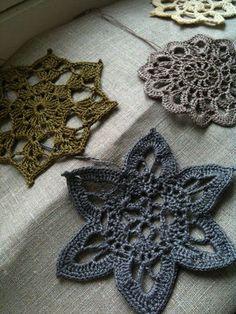 .crochet snowflakes
