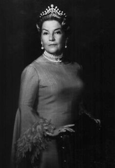 Isabelle, Countess of Paris, wearing an iconic pearl tiara made by Chaumet. According to my friend Starry Diadem, this piece was made for the Countess in 1957
