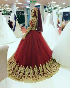 Wow...gorgeous Wedding Hijab Styles, Muslim Brides, Muslim Dress, Pakistani Wedding Dresses, Pakistani Bridal, Muslim Couples, Indian Bridal, Muslim Wedding Gown, Red Wedding Gowns