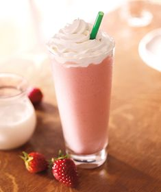 Top list of the best Starbucks Frappuccino! All the Starbucks Frappuccino flavors you absolutely must try out in one page! Starbucks Coffee, Starbucks Drinks Without Coffee, Best Starbucks Drinks, Starbucks Frappuccino, Coffee Drinks, Starbucks Products, Healthy Starbucks, Starbucks Recipes, Strawberry And Creme Frappuccino Recipe