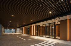 室町古河三井ビルディング|FIELD FOUR DESIGN OFFICE Car Park Design, Parking Design, Office Entrance, Entrance Design, Office Lobby, Office Building Architecture, Architecture Design, Garage Design, House Design