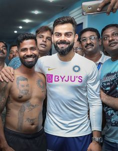 virat kohli & sachin tendulkar, leaves no stone unturned to keep their fans happy, both met their super fans and the moment became unforgettable. Dhoni Wallpapers, Hd Cool Wallpapers, Joker Wallpapers, India Cricket Team, Cricket Sport, Ab De Villiers Photo, Cricket Wicket, Virat Kohli Instagram, Anushka Sharma And Virat