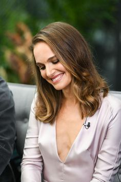 Natalie Portman, the only vegan I could love Liam Neeson, Natalie Portman Sexy, Beautiful Celebrities, Beautiful Women, Nathalie Portman, Jean Reno, Charlotte Gainsbourg, Lovely Smile, Happy Smile