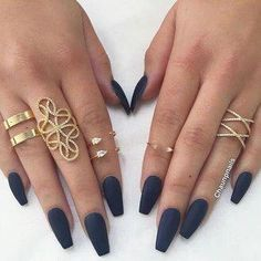 Semi-permanent varnish, false nails, patches: which manicure to choose? - My Nails Prom Nails, Long Nails, Navy Blue Nails, Navy Acrylic Nails, Navy Blue Nail Designs, Blue Matte Nails, Blue Gel, Matte Red, White Nails