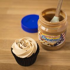 Tolles Rezept für Chocolate Peanut Butter Cupcakes Die Peanuts, Smoothie, Chocolate Peanut Butter Cupcakes, Chocolate Peanuts, Food, Chocolate Peanut Butter, Cacao Powder, Cupcake Recipes, Bakeware