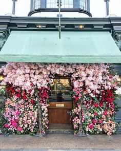 Did someone say spring? 🌺💐🌸 Photo via @thelondonwallflower